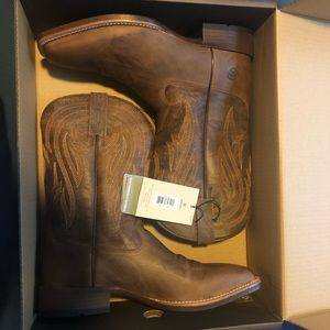 Brand New! Size 11.5 Ariat Brown Cowboy Boots